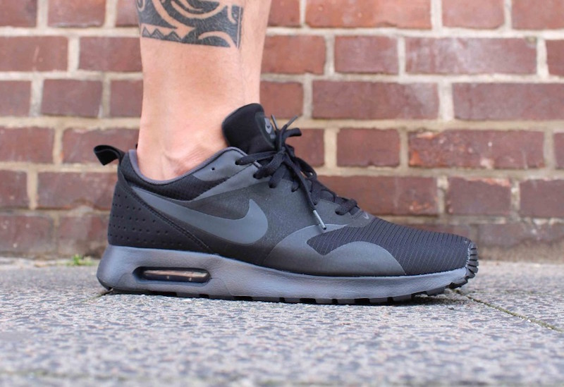 nike air max tavas black anthracite sale soleracks. Black Bedroom Furniture Sets. Home Design Ideas